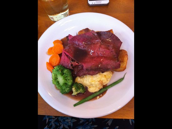 Wantage, UK : Delicious roast beef and vegetables - sorry I had eaten my Yorkshire Pudding first!