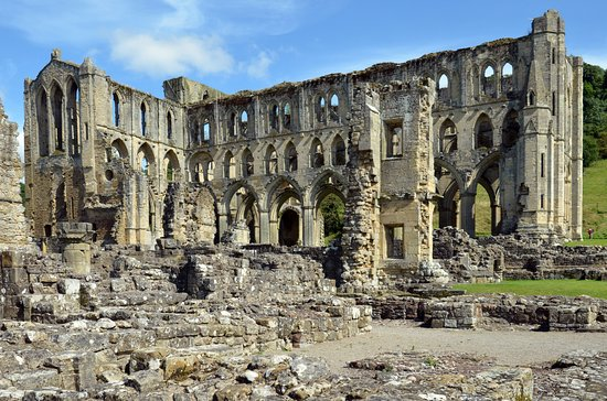Helmsley, UK: Rievaulx Abbey; impressive ruins in a lovely setting.
