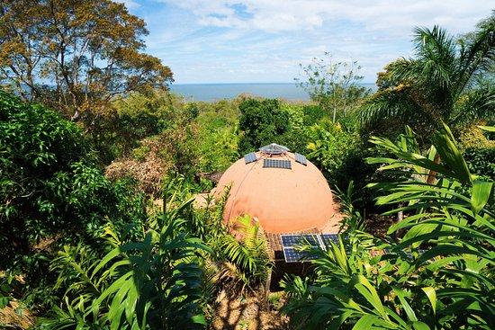 Balgue, Nicaragua: The Homestead House, a unique solar-powered complex