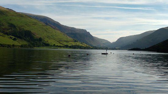 Tal-y-llyn, UK: The hotel is a great base to fish on the lake from.