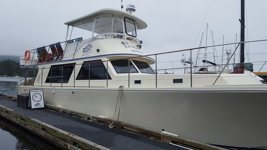 Ucluelet, Canadá: Your tour boat