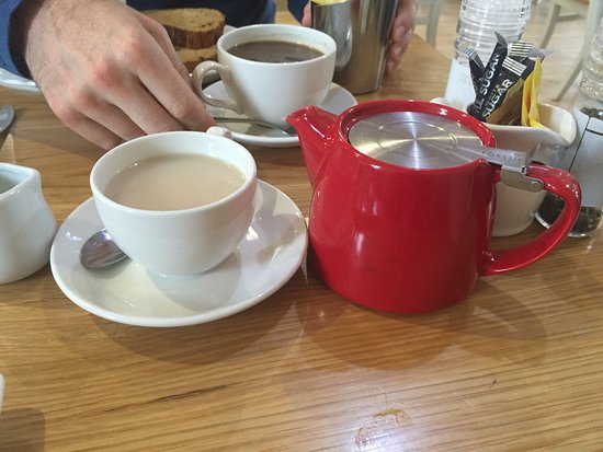 Linlithgow, UK: Pot of decaf tea