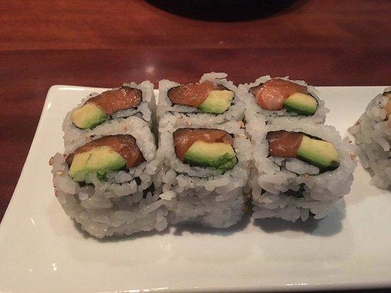 Haru Gramercy Park: maki con avocado e salmone