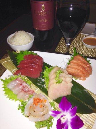 Wall Township, นิวเจอร์ซีย์: The Sashimi dinner is still the best bet on the menu !