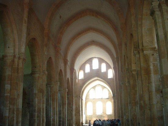 Montbard, Fransa: L'interno