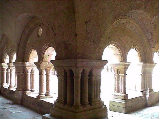Montbard, Fransa: Il chiostro