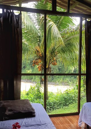 San Pedro, Costa Rica: Our lodging for the night, a fully screened cabin looking over the Pacuare River and rainforest.