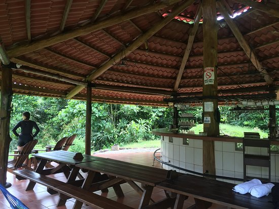 San Pedro, Costa Rica: The kitchen and dining room. Open air, very clean, beautiful views of the river and forest!