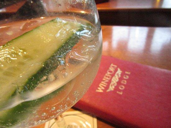 Athlone, Ιρλανδία: Wineport Lodge, The Restaurant pre dinner drink