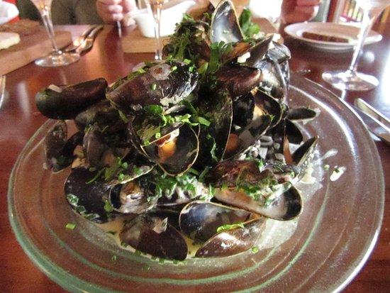 Athlone, Ιρλανδία: Wineport Lodge, The Restaurant - Moules starter, scrumptious