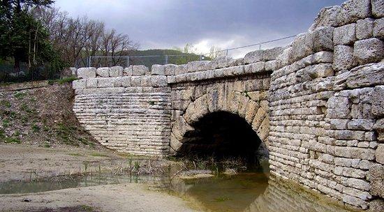 Cagli: Ponte Mallio di epoca Romana sulla antica Via Flaminia. 002