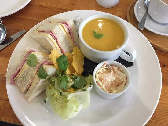 Bathgate, UK: Soup and sandwich combo