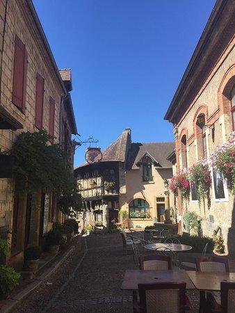 La vieille ville de bourbon lancy photo de office de tourisme et du thermalisme de bourbon - Office du tourisme andorre la vieille ...