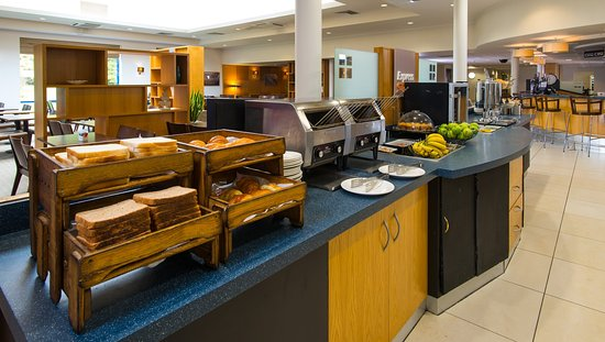 Holiday Inn Express Birmingham NEC: Toast and banana? Scrambled eggs on toast? Decisions, decisions