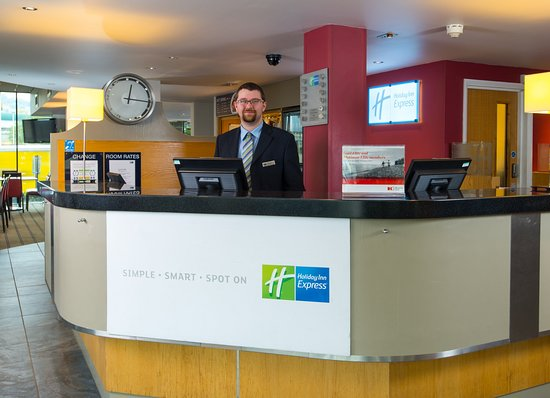 Holiday Inn Express Bath: Our Reception team are on hand 24 hours a day for your convenience
