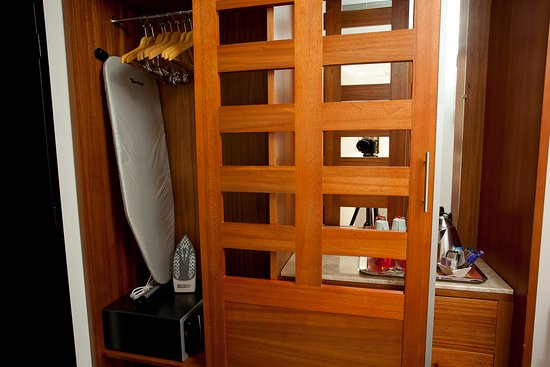 เปสแซก, ฝรั่งเศส: Iron, Iron board and Safe in wardrobe in executive rooms
