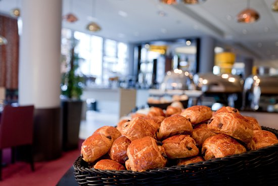 """Clichy, Francia: French famous pastry """"Pain au chocolat"""", so delicious !"""