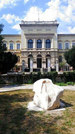 Varna Archaeological Museum: photo0.jpg