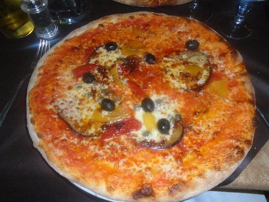 Taverna Fregoso: Pizza Ionica - Extra Hot & Delicious!