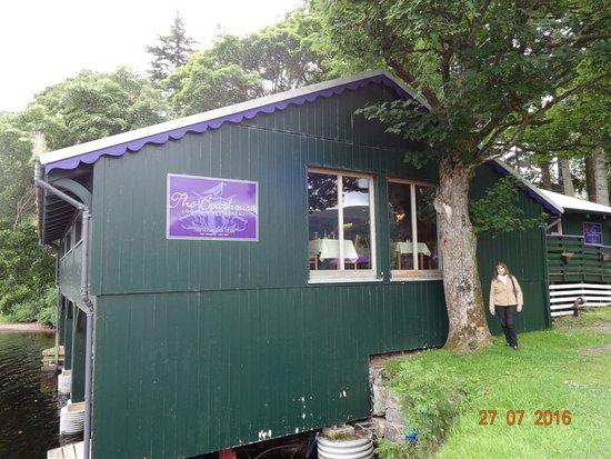 Fort Augustus, UK: Traten de conseguir una de las mesas de las ventanas !