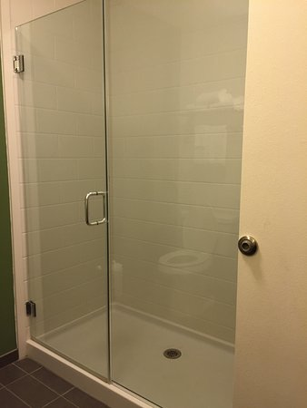 DeFuniak Springs, FL: Massive glass shower (brand new)