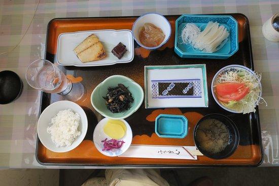 Kazamaura-mura, Japan: 朝食は朝とれたばかりのイカの刺身も