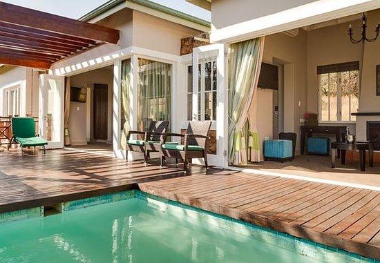Magaliesburg, Sudáfrica: Villa Outdoor Pool & Patio