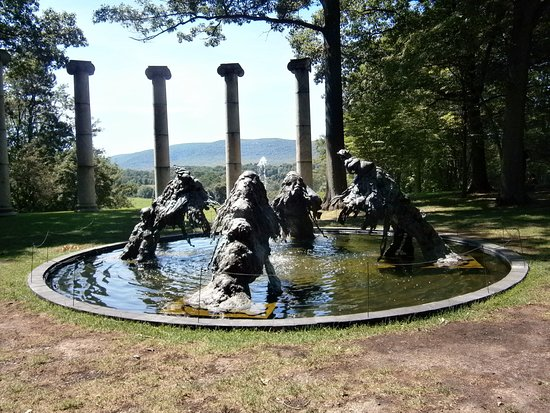 New Windsor, NY: Fountain and the iconic columns which are at the top of the hill