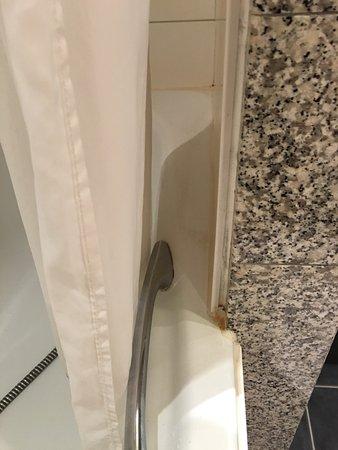 Genval, Belgium: rejointoyage de la salle de bain use et pas propre