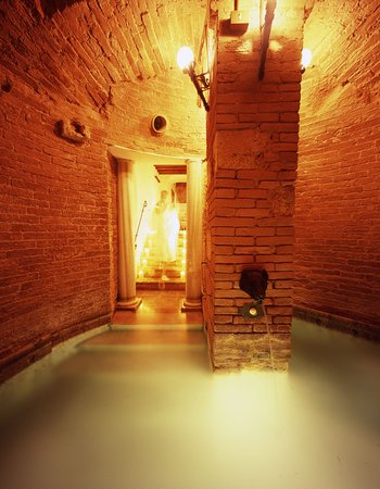 ‪‪Pievescola‬, إيطاليا: Spa Hot Jacuzzi In Medieval Cistern‬
