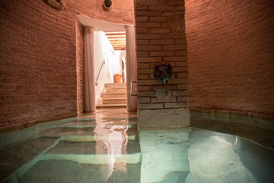 Pievescola, อิตาลี: Spa Hot Jacuzzi In Medieval Cistern