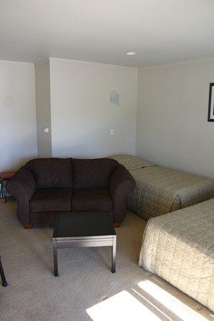 Turangi, New Zealand: Living room view