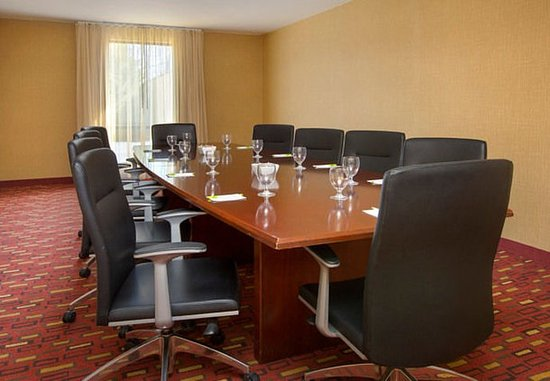 Paramus, NJ: Boardroom