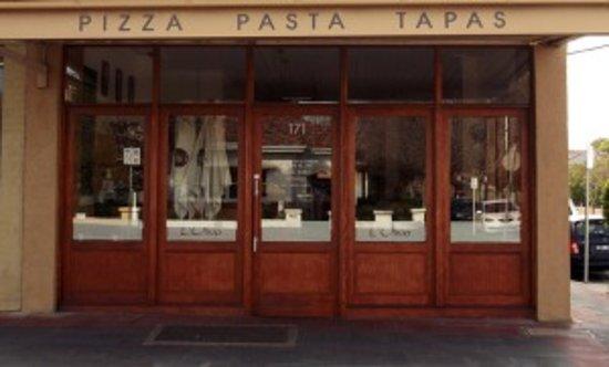 L'Olivo: Front of restaurant