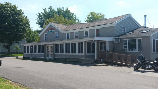 Kent, NY: Front of building, entrance is on the side.
