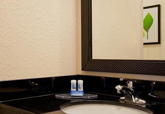 Naperville, IL: Guest Room Bathroom Amenities