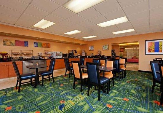 Naperville, IL: Breakfast Dining Area