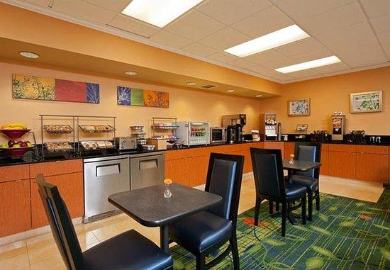 Naperville, IL: Breakfast Buffet