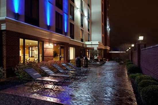 Holiday Inn Express Indianapolis Downtown City Centre: Guest Patio