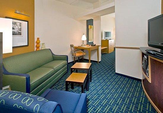 Lake City, Floryda: Queen/Queen Suite Living Area