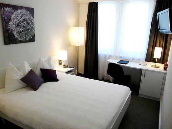 Twann, Switzerland: Room hillside