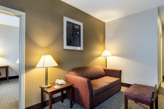 Hadley, MA: King Suite