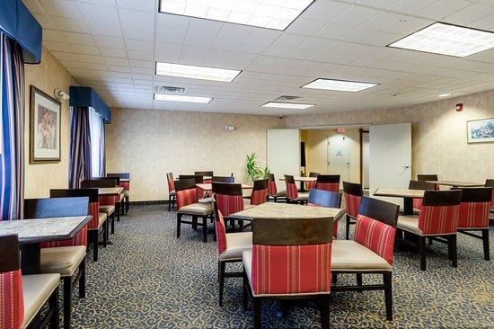 Hadley, MA: Breakfast Area