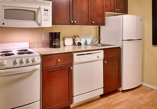 Meridian, ID: Two-Bedroom Suite - Kitchen