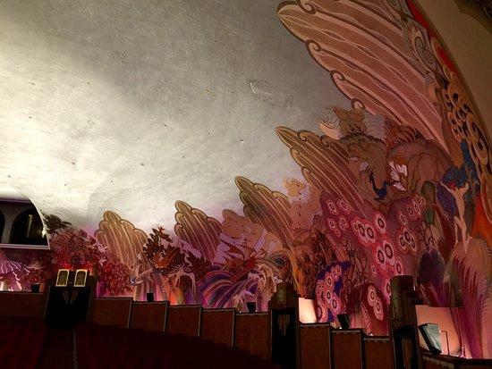 Avalon Theater : Art Deco walls