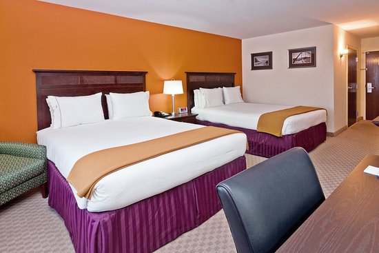 2 Queen Bed at Holiday Inn Express & Suites Chattanooga-Hixson
