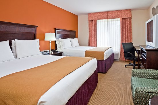 2 Queen Beds at Holiday Inn Express & Suites Chattanooga-Hixson