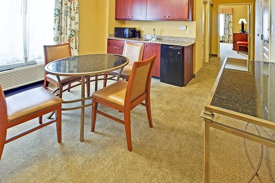 Holiday Inn Hotel Express & Suites West Hurst: Suite