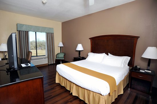 Seguin, TX: King Bed Guest Room