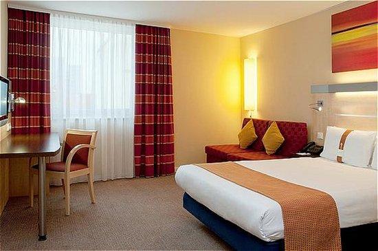 Oberding, Alemania: Queen Bed Guest Room
